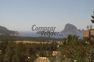 Terreno edificable de 2000 m2 en la isla de Ibiza