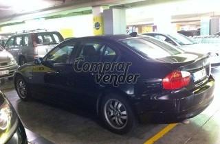 Vendo BMW 320d de color negro con 68000km