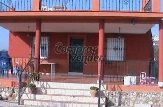 Se Vende Parcela de 2500 m2 con Casa y Picina - (Córdoba)