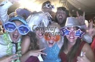 Inmortaliza tu boda de la forma más divertida con este fotomatón