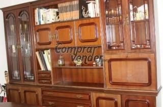 Mesa y sillas de salón comedor con librería