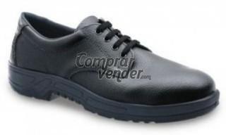 Zapato con puntera y plantilla de acero